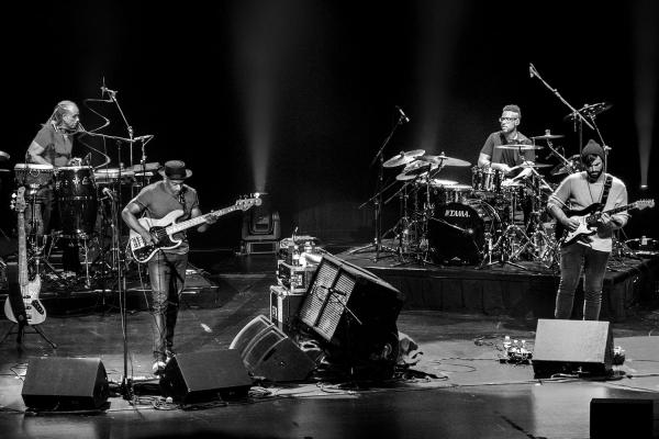 Looktrope Marcus Miller Courbevoie Espace Carpeaux Concert